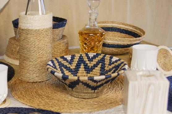 décoration avec une panière lavumisa collection marina, bougie et porte bouteille