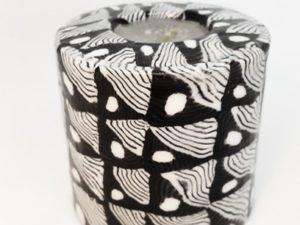 bougie petit pilier avec des motifs