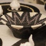 table décorée avec une paniere lavumisa collection mono en fibre naturelle