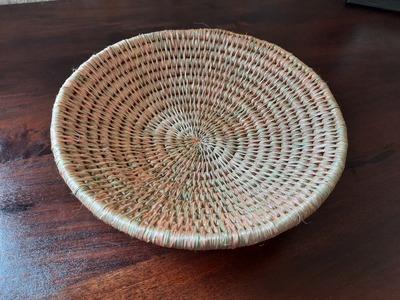 Panière ronde en fibre naturelle faite main